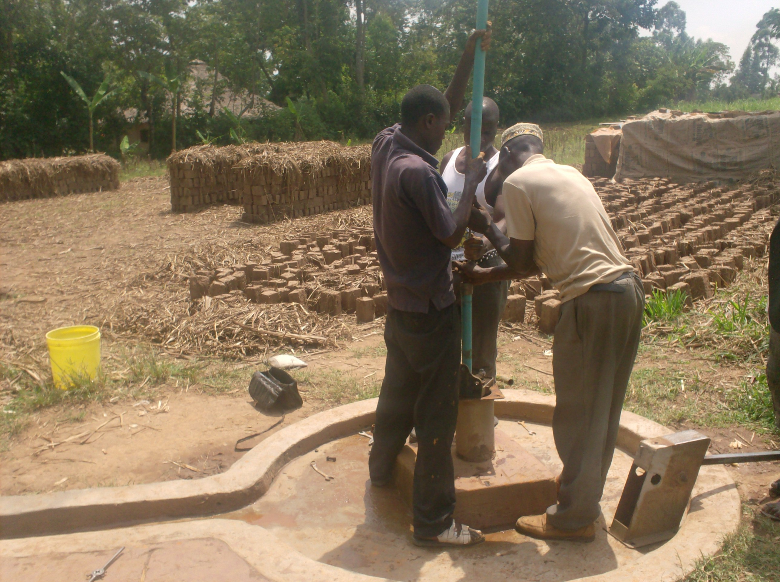 The Water Project : aleko-community-well-fixing-of-rising-pipes-during-rehab