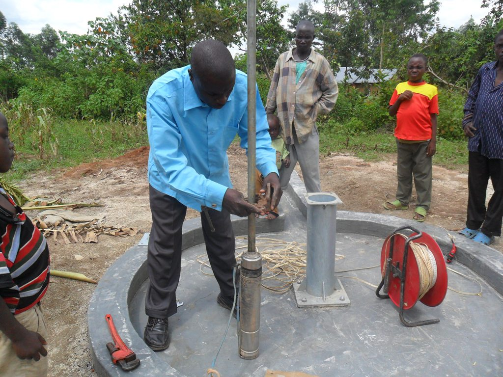 The Water Project : mayungu-community-testpumping-to-begin