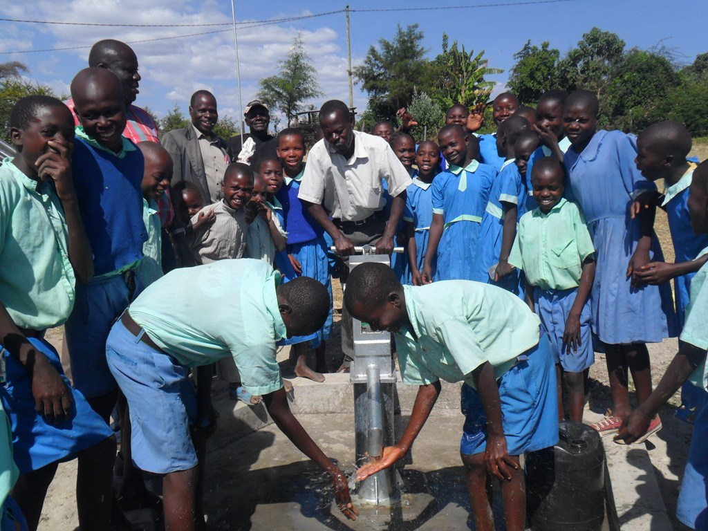 The Water Project : soysambu-primary-pupils-fetching-water-2