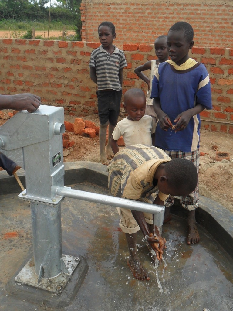 The Water Project : water-flowing-sabata-primary-3