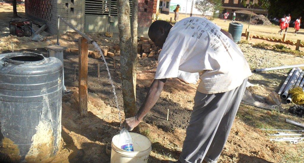 The Water Project : igunga-testpumping-2