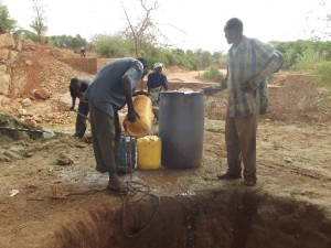 The Water Project : athiani-farmers-shg_shallow-well_october-2012-5