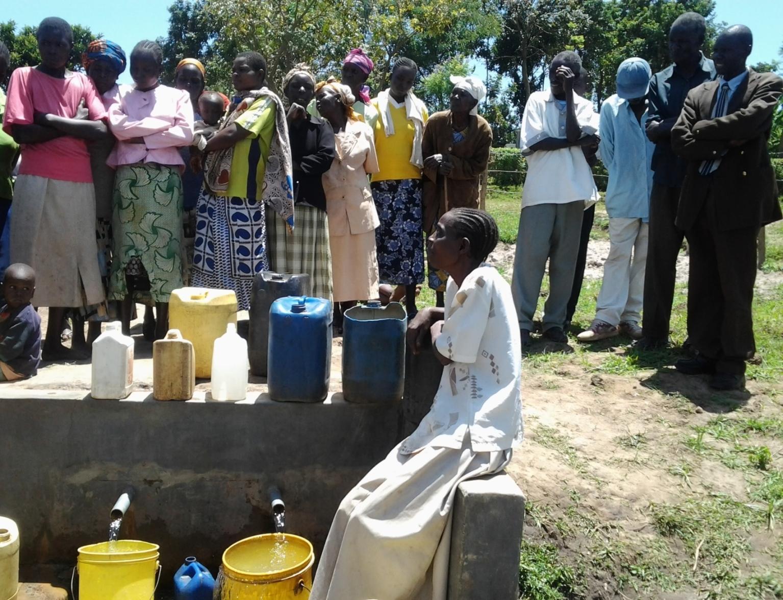 The Water Project : kenya4112_handingover_1