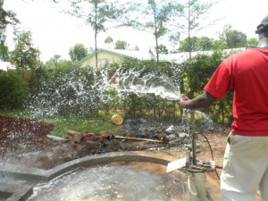 The Water Project : kenya4156_test-pumping
