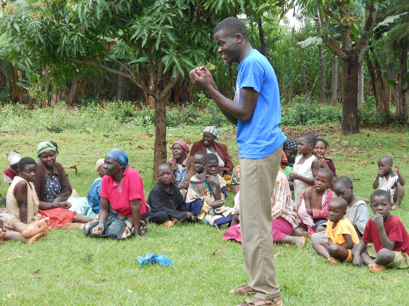 The Water Project : kenya4201-paul-insisting-on-the-importance-of-clean-hands