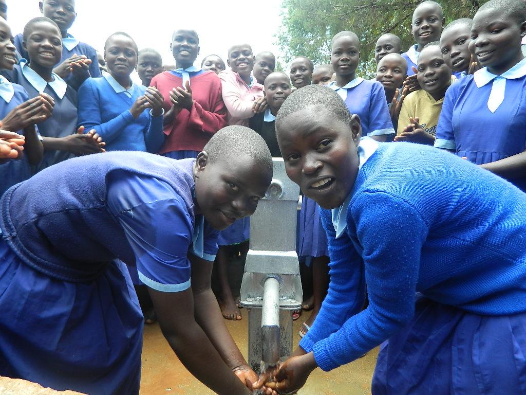 The Water Project : kenya4200-handing-over