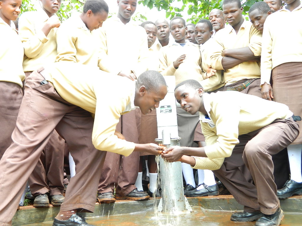 The Water Project : kenya4204-handing-over-3