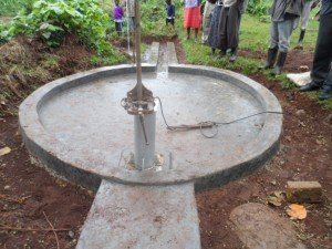 The Water Project : kenya4204-test-pumping-1