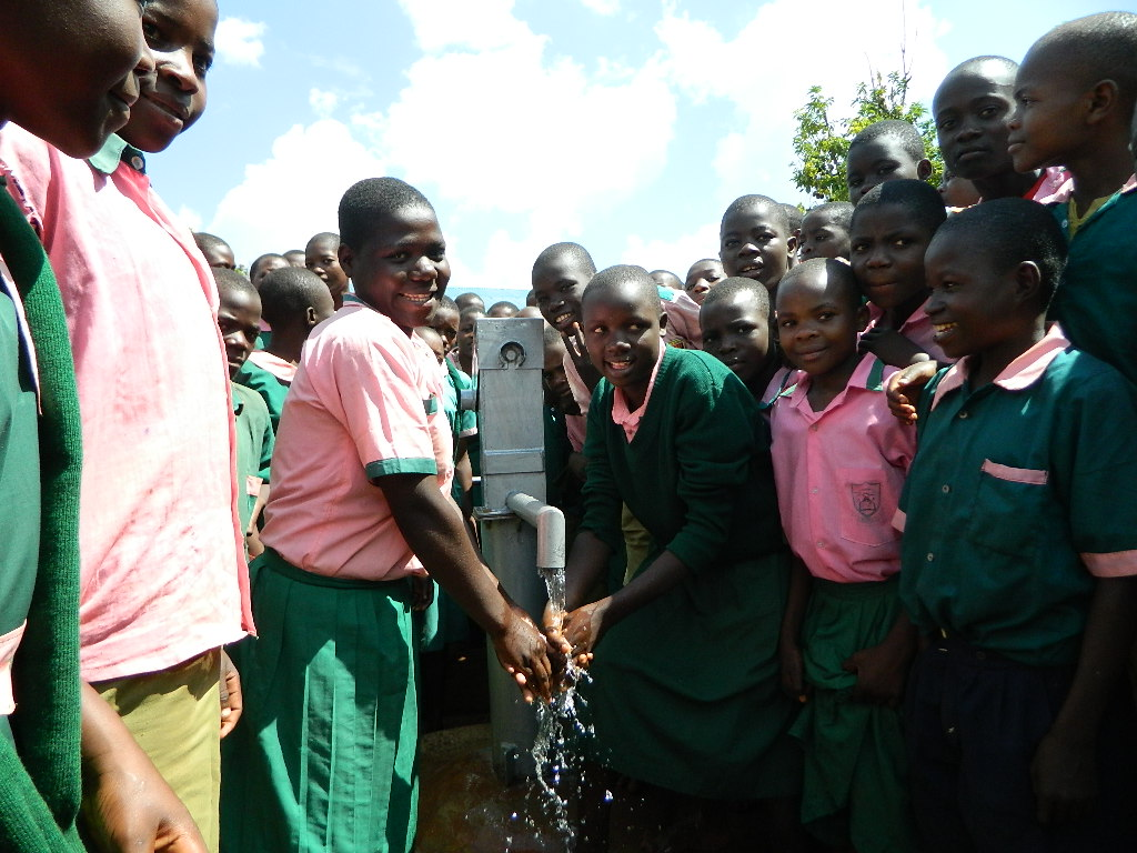 The Water Project : kenya4208-handing-over