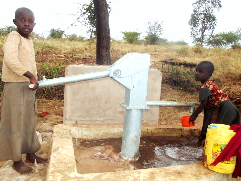 The Water Project : mba-ngoka-self-help-group_children-collecting-water-at-the-sand-dam-and-the-shallow-well1