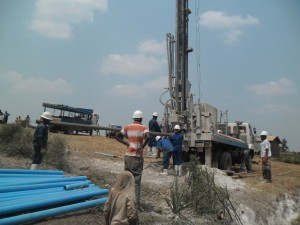 The Water Project : rwanda3065-drilling-3