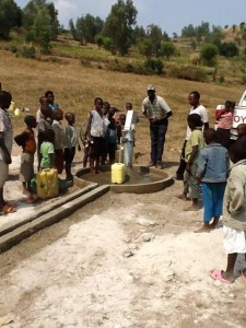The Water Project : rwanda3068-community