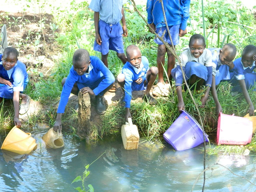 The Water Project : kenya4224-04-surungai-primary-school-current-water-source
