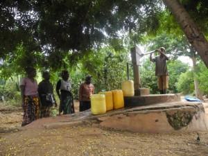 The Water Project : kenya4299-24-members-fetch-water-from-an-old-community-well