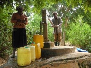 The Water Project : kenya4299-26-members-fetch-water-from-an-old-community-well