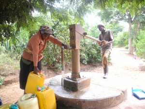 The Water Project : kenya4299-27-members-fetch-water-from-an-old-community-well