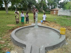 The Water Project : kenya4278-57-roselyne-the-nursery-school-teacher-trying-to-pump