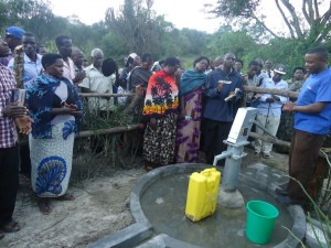 The Water Project : uganda6057-20-community-at-work