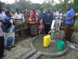 The Water Project : uganda6057-40-dedication-ceremony
