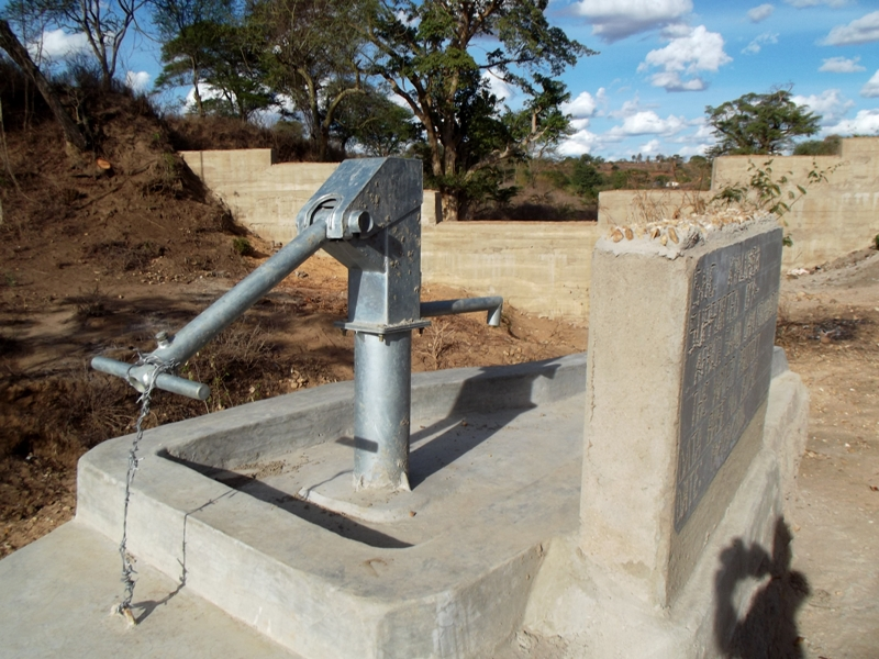 The Water Project : kenya4300-67-shallow-well