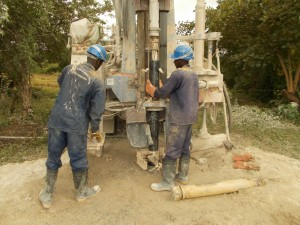 The Water Project : uganda6058-22-akabereera-drilling