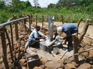 The Water Project : uganda676-16