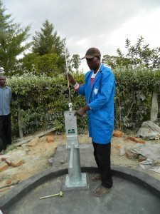 The Water Project : kenya4281-19-inserting-the-plunger