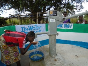 The Water Project : sierraleone5057-06-some-one-with-clean-water