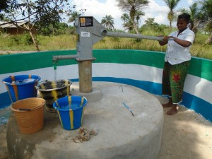 The Water Project : sierraleone5059-05-pumping-water