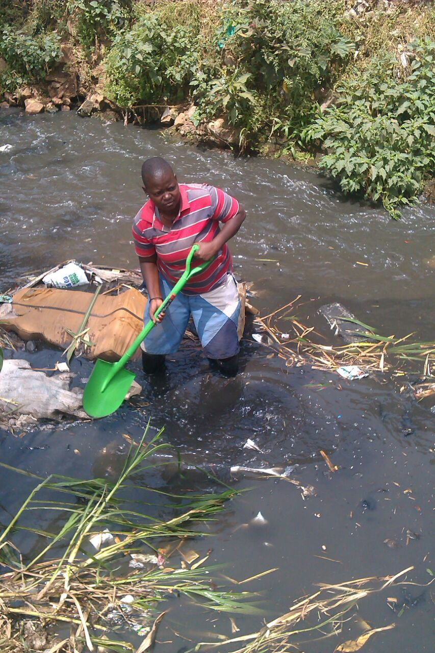 The Water Project : kenya-pamojamashimoni-22-mathare-river-being-cleaned