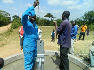 The Water Project : kenya4320-24-installing-the-plunger