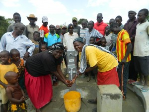 The Water Project : kenya4320-27-handing-over-utende-well-to-the-community