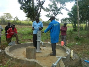 The Water Project : kenya4321-43-rods-installation