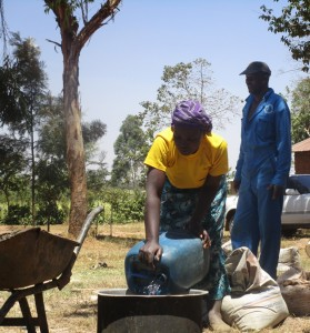 The Water Project : kenya4332-62-mayungu-women-collecting-water-for-construction