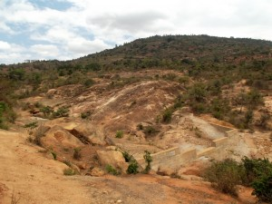 The Water Project : kenya4299-58-kee-3-shallow-well-construction
