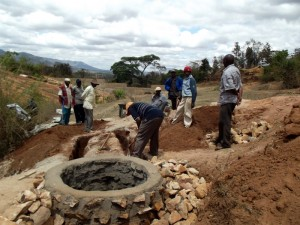 The Water Project : kenya4299-61-kee-3-shallow-well-construction
