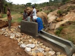 The Water Project : kenya4299-70-kee-3-shallow-well-2