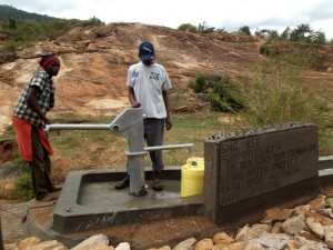 The Water Project : kenya4299-75-kee-3-shallow-well