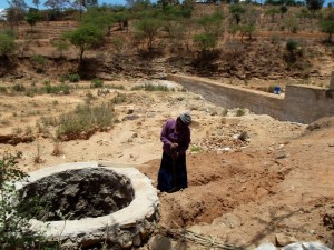 The Water Project : kenya4308-67-shallow-well-construction