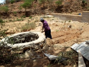 The Water Project : kenya4308-69-shallow-well-construction