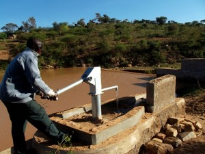 The Water Project : kenya4308-71-shallow-well