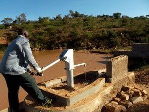 The Water Project : kenya4308-72-shallow-well