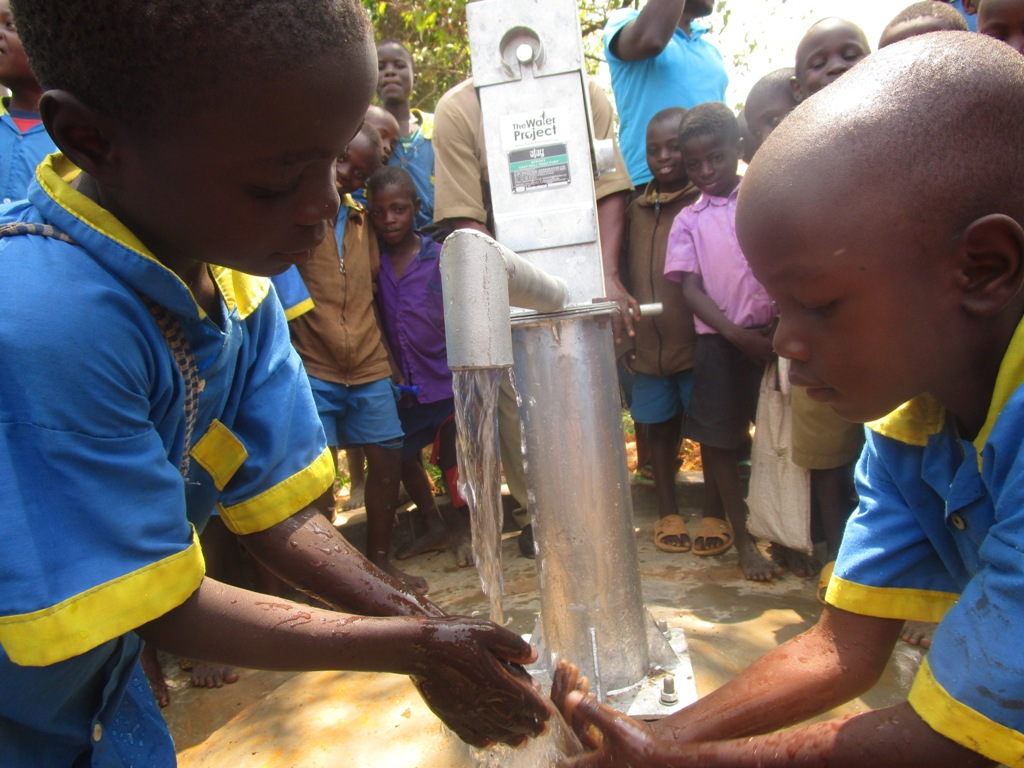 The Water Project : kenya4340-67-nderema-pupils-enjoy-safe-and-clean-water