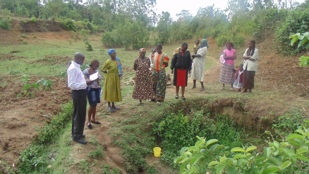 The Water Project : kenya4370-11-community-training