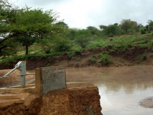 The Water Project : kenya4403-01-shallow-well