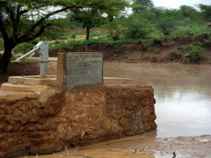 The Water Project : kenya4403-03-shallow-well