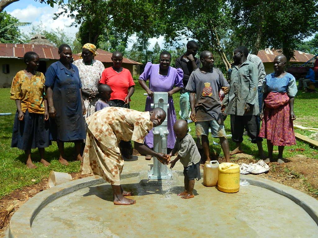 The Water Project : kenya4334-76-handing-over