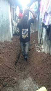 The Water Project : kenya-pamojamashimoni-42-digging-trenches