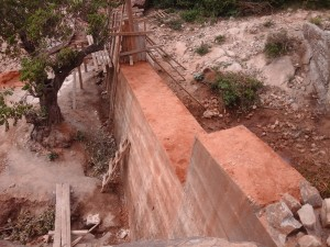 The Water Project : kenya4385-13-kithuani-construction