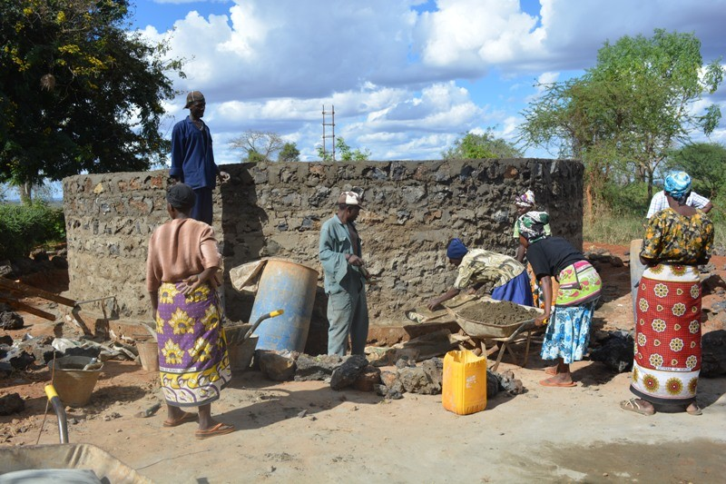 The Water Project : kenya4391-100-water-tank-construction-2